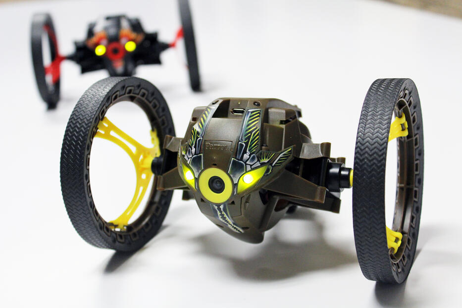 Using SOLIDWORKS Plastics to test wheel spokes from Parrot MiniDrone Jumping Sumo